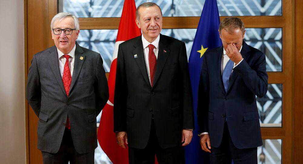 Cumhurbaşkanı Recep Tayyip Erdoğan, Avrupa Komisyonu Başkanı Jean-Claude Juncker ve Avrupa Konseyi Başkanı Donald Tusk ile birlikte