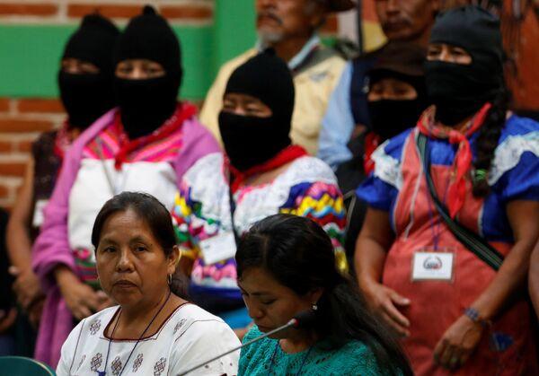 2018 devlet başkanı adayı ve hükümetin Yerli Konseyi sözcüsü olarak seçilen 57 yaşındaki 3 çocuk annesi Patricio, insan hakları savunucusu ve bir şifacı. 20 yıldır Guadalajara Üniversitesi (UdeG) bünyesindeki Yerli Topluluklara Destek Birimin'de (UACI) çalışıyor. UdeG tarafından yerli doktorların geleneksel dili ve yerlilerin bağımsızlığını savunmak için sağlığı bir enstrüman olarak kullanması; geleneksel bilgilere dayalı faaliyetlerini sürdürmesi için verilen teşvik ödülüne sahip. - Sputnik Türkiye