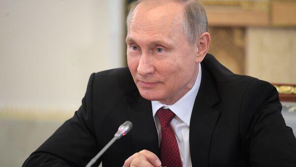 Russian President Vladimir Putin speaks during a meeting with representatives of international news agencies in St. Petersburg, Russia - Sputnik Türkiye