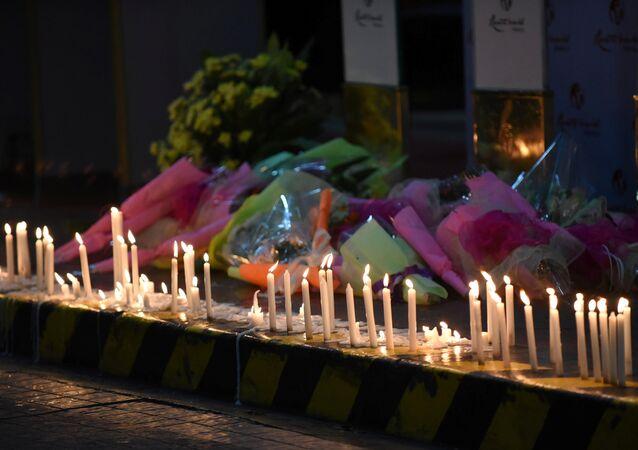 Filipinler'in başkenti Manila'da düzenlenen baskında ölenler için mum yakıldı