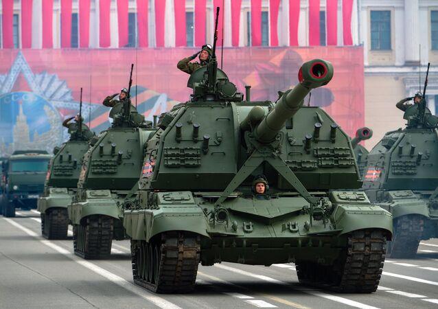 Rusya'nın yeni silahı: 2S19 Msta-S motorlu silah