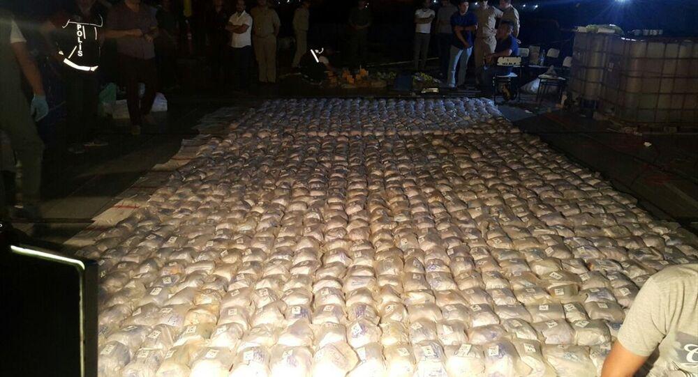 Mersin açıklarında seyreden gemide 1 tondan fazla eroin yakalandı