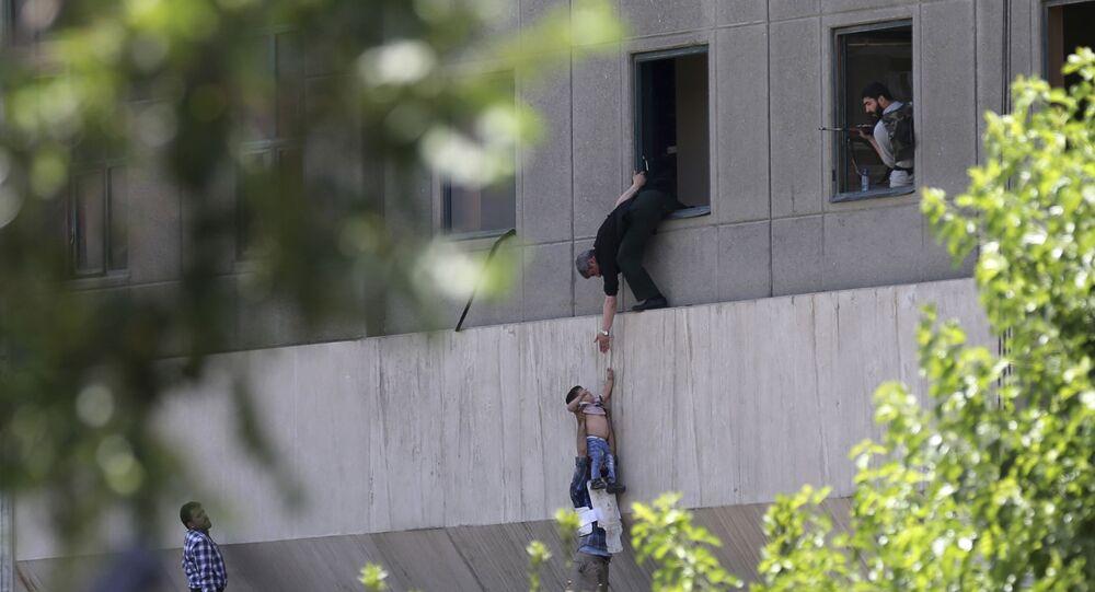İran parlamentosuna saldırı
