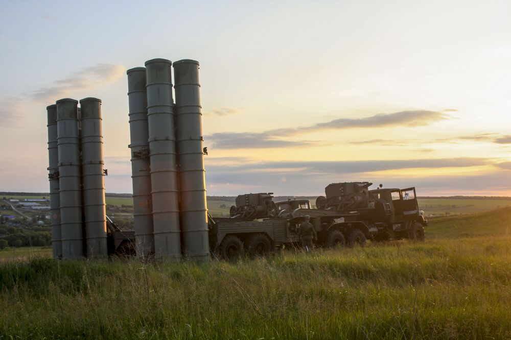 Rusya'da  S-300 füze sistemleriyle hava savunma tatbikatı