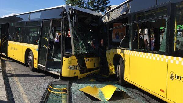 İstanbul'da metrobüs kazası - Sputnik Türkiye