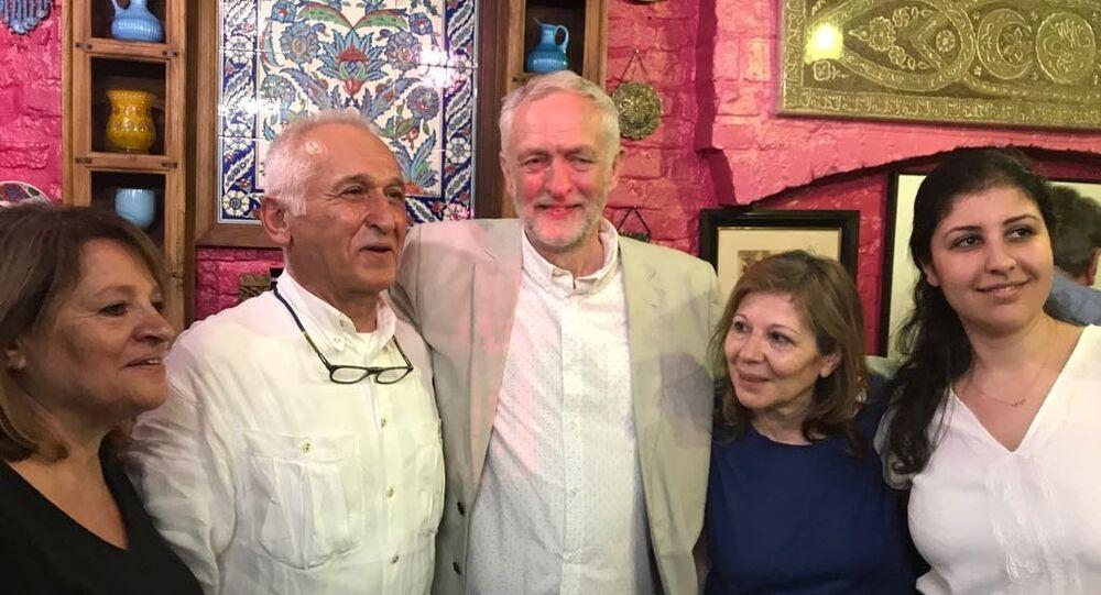 İşçi Partisi lideri Jeremy Corbyn, İznik Lokantası'nda