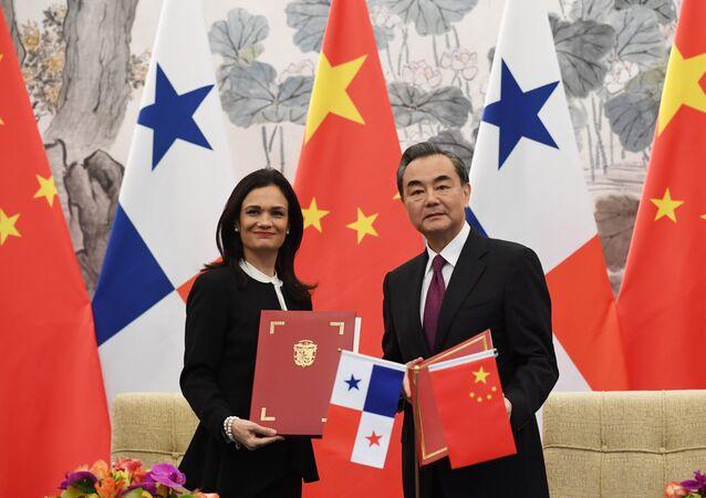 Çin Dışişleri Bakanı Wang Yi ve Panama Dışişleri Bakanı ve Başkan Yardımcısı Isabel de Saint Malo