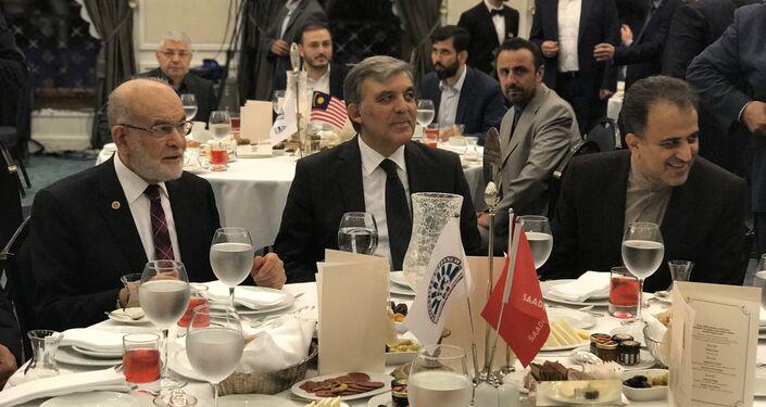 D-8'in 20 yıldönümü iftarında SP Lideri Temel Karamollaoğlu, 11'inci Cumhurbaşkanı Abdullah Gül ve D-8 Genel Sekreteri Seyid Ali Muhammed Musavi aynı masadaydı.