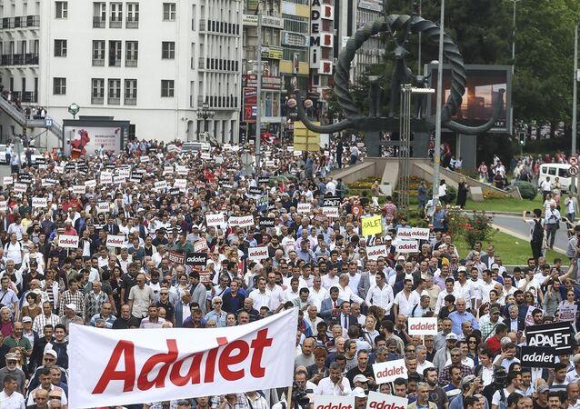CHP'nin Ankara'dan İstanbul'a başlattığı yürüyüşten kareler