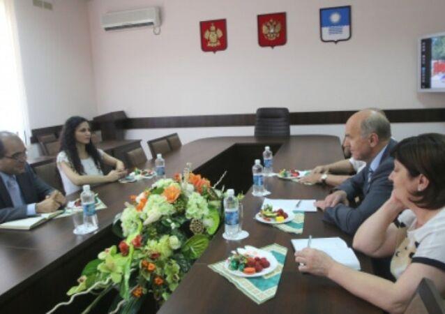 Türkiye'nin Novorossiysk Başkonsolosu Yunus Emre Öziğci - Gelencik Belediye Başkanı Viktor Hrestin
