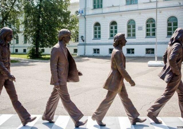 Rusya'daki Tomsk Üniversitesi'ne 'Beatles' geldi