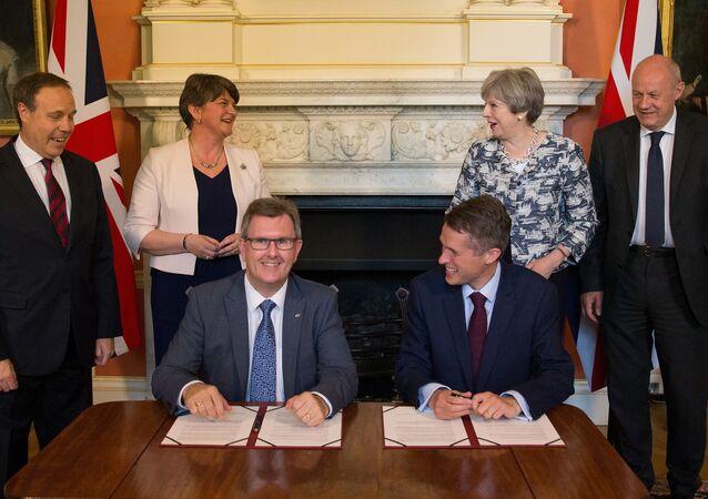 DUP Genel Başkanı Arlene Foster-İngiltere Başbakanı Theresa May