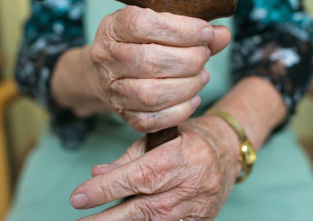 Yaşlı kadın