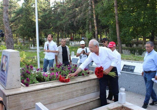 Kemal Kılıçdaroğlu'ndan Gaffar Okkan'ın mezarına ziyaret
