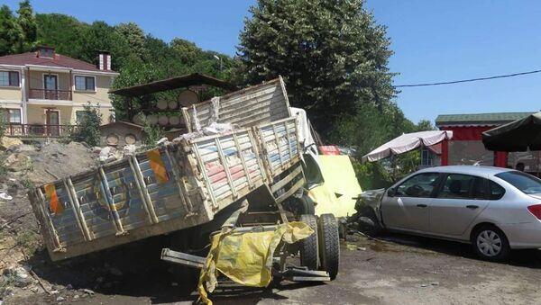 Beykoz'da moloz yüklü kamyon kaza yaptı - Sputnik Türkiye