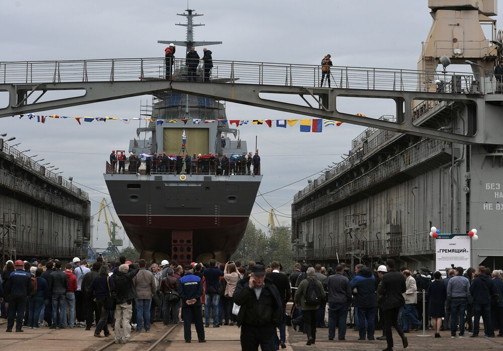 St. Petersburg'da Gremyaşiy korveti suya indirildi