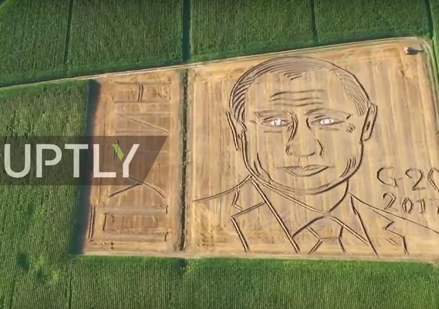 İtalyan çiftçiden tarlada Putin portresi