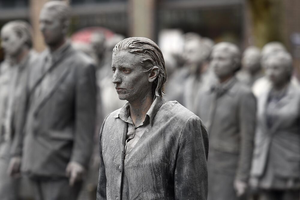 Almanya'nın Hamburg kentinde zombi kılığına girmiş 1000 kişi, G20 Zirvesi'ni protesto etti