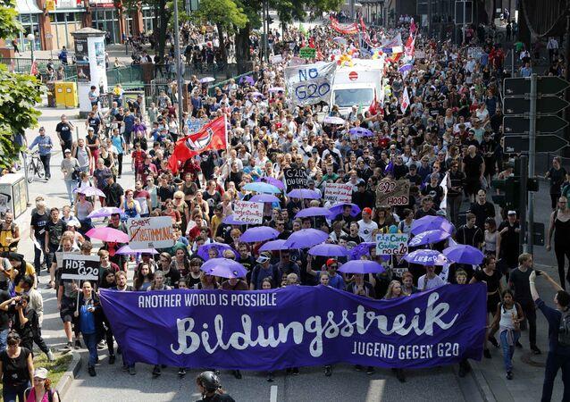 Hamburg'da G20 karşıtı protesto