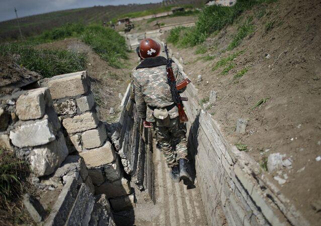 Dağlık Karabağ'da bir Ermeni asker