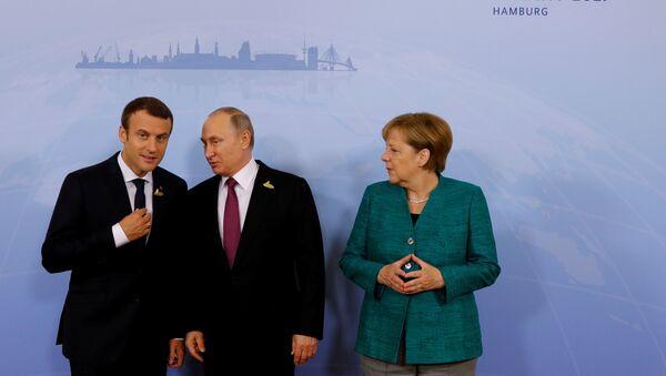 Vladimir Putin- Emmanuel Macron - Angela Merkel - Sputnik Türkiye