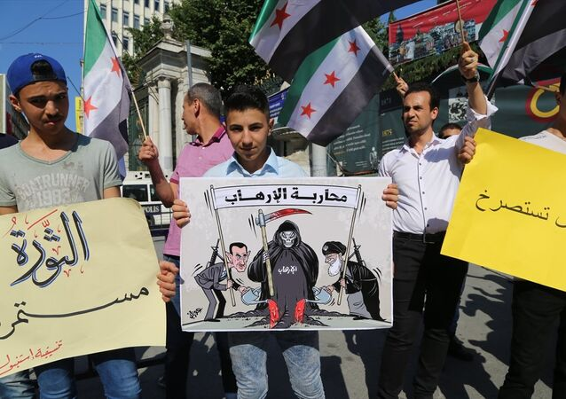 Taksim'de ÖSO bayraklarıyla protesto