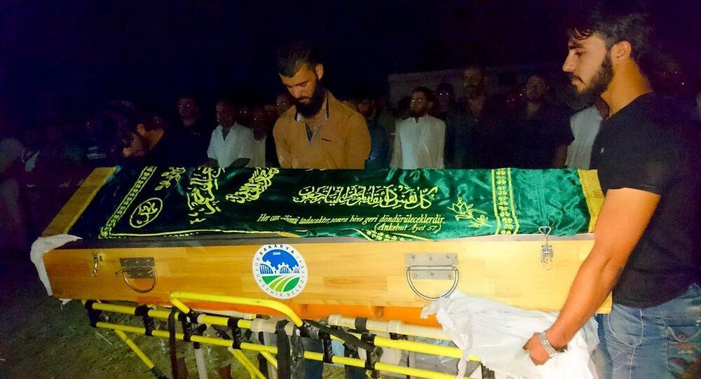 Suriyeli hamile kadın Emani el Rahmun'un cenaze töreni