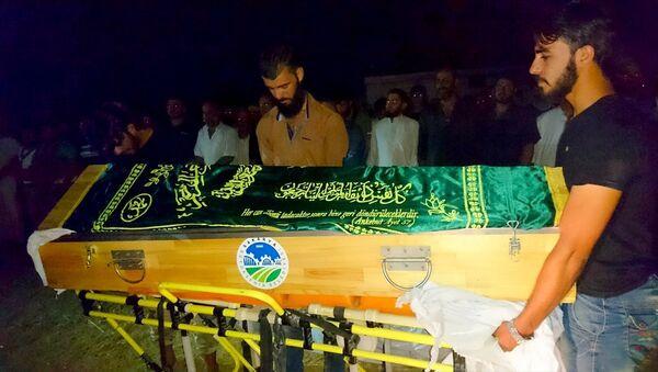 Suriyeli hamile kadın Emani el Rahmun'un cenaze töreni - Sputnik Türkiye