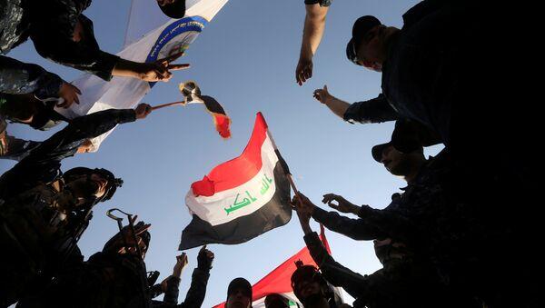 Irak bayrağı - Irak ordusu Musul'da zafer ilan etti - Sputnik Türkiye
