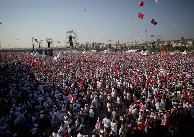 CHP lideri Kemal Kılıçdaroğlu'nun başlattığı 'Adalet Yürüyüşü' kitlesel bir mitingle sona erdi.