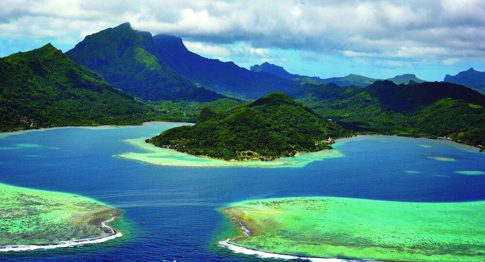 Fransa da listedeki yerini aldı. Fransız Polinezyası'ndaki Raiatea Mercan Adası'nda bulunan Taputapuatea kenti kutsal yerleriyle biliniyor. Geçmişte, bölgede Tanrı Oro'ya insanlar kurban edilmişti.