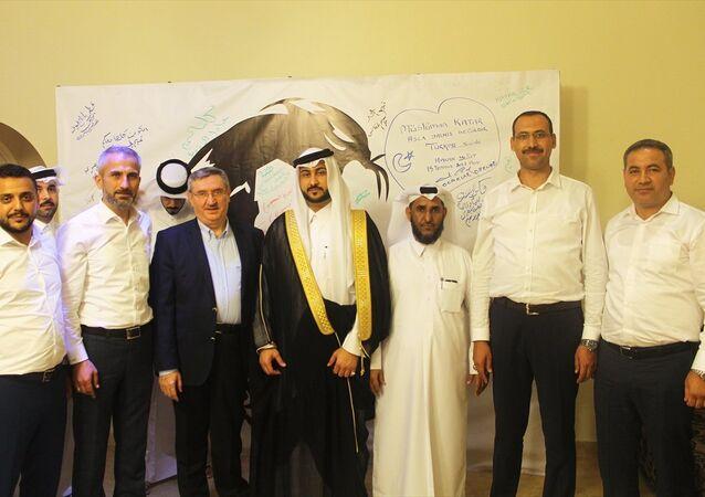 Ak Ocaklar'dan bir heyet, Suudi Arabistan, Birleşik Arap Emirlikleri (BAE), Mısır ve Bahreyn'in ambargo uyguladığı Katar'a destek ziyaretinde bulundu. Merkezi Ankara'da bulunan Ak Ocaklar'dan 4 kişilik heyet, Katar'ın başkenti Doha'da destek için bir dizi temaslarda bulundu. Ülkedeki basın kuruluşlarını ve bazı aileleri ziyaret eden heyet, Katar Emiri Şeyh Temim bin Hamad Al Sani'nin resminin bulunduğu ve vatandaşlar tarafından destek amaçlı imzalanan pankartlardan birine imza attı.