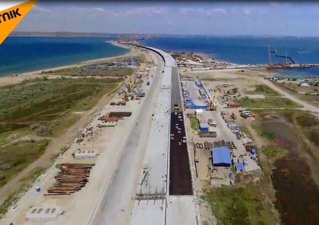 Kırım Köprüsü'nde asfalt serim çalışmalarına başlandı