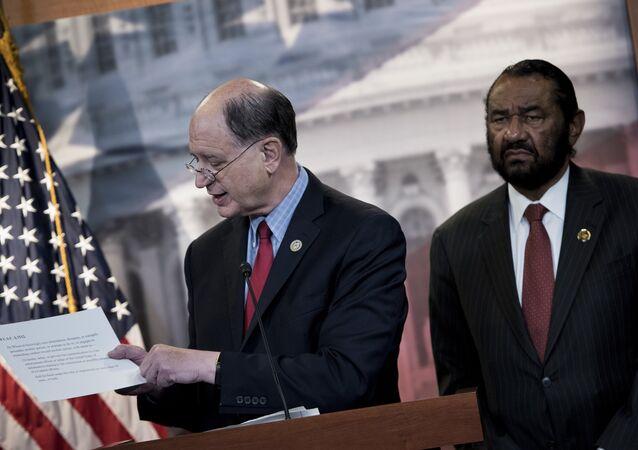 Donald Trump hakkındaki ilk görevden alma başvurusunu yapan Kongre üyeleri Brad Sherman ve Al Green