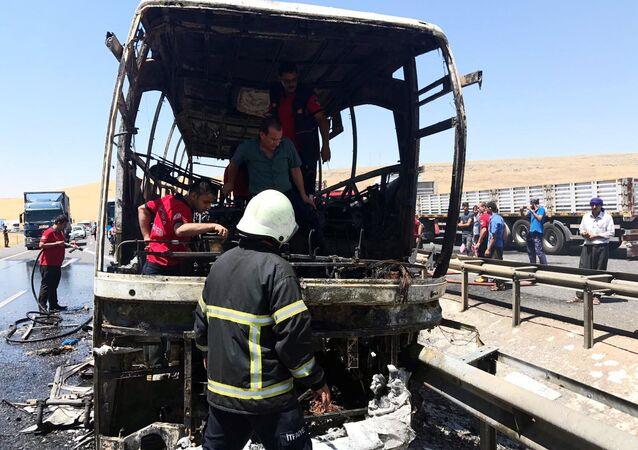 Şanlıurfa-Mardin yolunca seyreden yolcu otobüsünde yangın