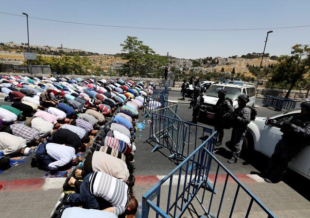 Filistinli Müslümanlar Eski Şehir'de namaz kıldı