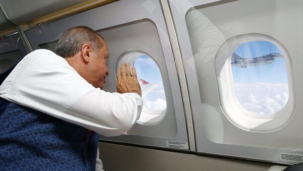 Cumhurbaşkanı Recep Tayyip Erdoğan 15 Temmuz etkinliklerine katılmak üzere İstanbul'a geliyor. - Sputnik Türkiye