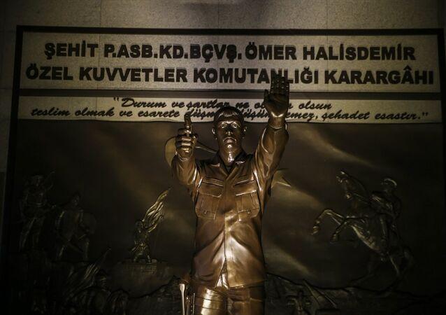 Ömer Halisdemir anıtı