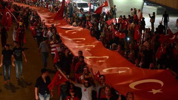Ankara Ulus'taki 'Milli Birlik Yürüyüşü'nde 3 kilometre uzunluğunda bayrak taşındı - Sputnik Türkiye