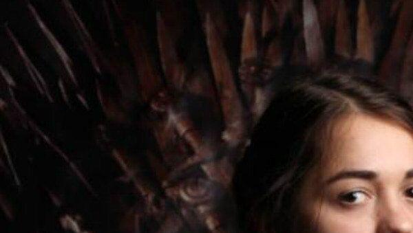 Rusya'nın kendisine ait bir Arya Stark'ı da var. Novosibirsk'te yaşayan Rus 'Arya Stark' Maria, Game of Thrones dizisi karakterlerine benzer kişiler arasında düzenlenen yarışmada birinciliği elde etti. - Sputnik Türkiye