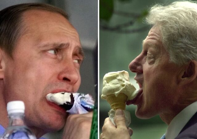Rusya Devlet Başkanı Vladimir Putin ve Eski ABD Başkanı Bill Clinton