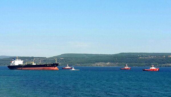 Çanakkale Boğazı'nda karaya oturan tanker kurtarıldı - Sputnik Türkiye