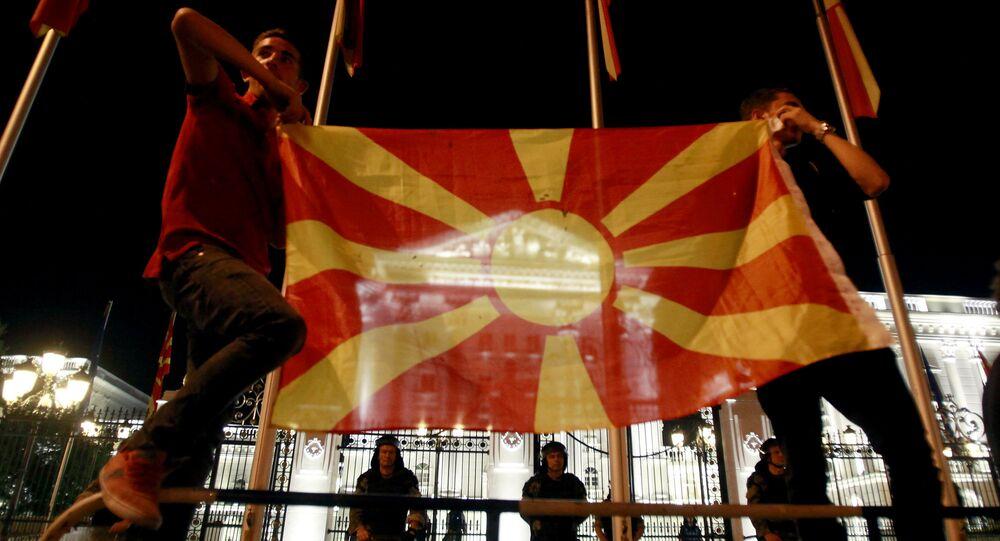 Makedonya bayrağı ve hükümet binası, Üsküp/Makedonya