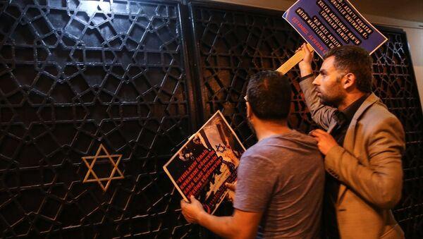 Alperen Ocakları İsrail'i protesto etmek için sinagog önünde eylem yaptı - Sputnik Türkiye
