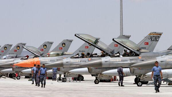 Dozens of Turkish F-16 jets prepare to take off during Anatolian Eagle exercise at 3rd Main Jet Air Base near the central Anatolian city of Konya (File) - Sputnik Türkiye