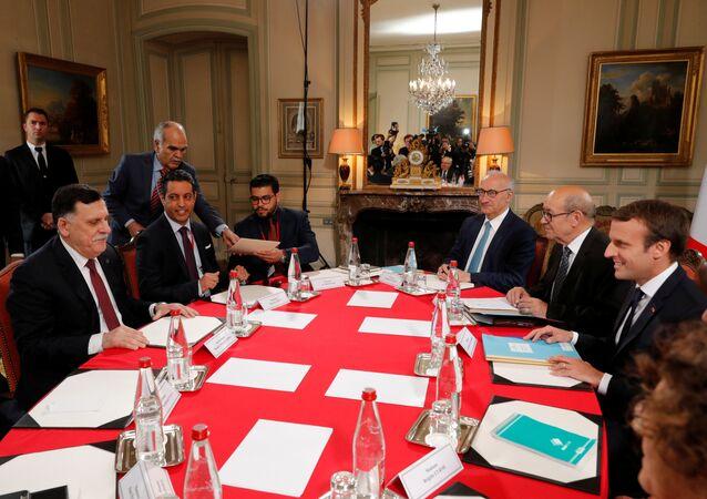 Fransa Cumhurbaşkanı Emmanuel Macron- Libya Başbakanı Fayiz es-Serrac
