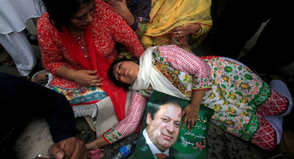Pakistan Başbakanı Navaz Şerif görevinden azledildi