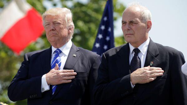 ABD Başkanı Donald Trump ile İç Güvenlik Bakanı John Kelly - Sputnik Türkiye