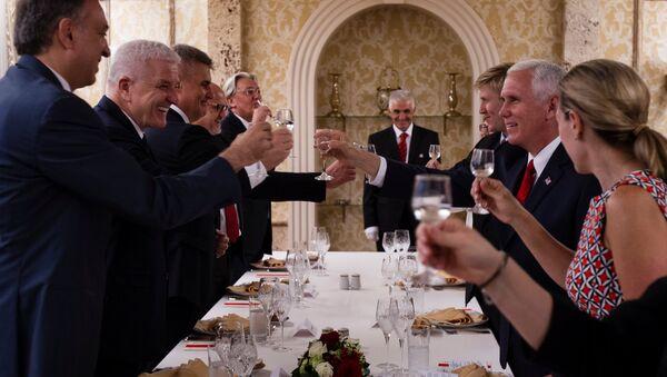 ABD Başkan Yardımcısı Mike Pence- Karadağ Başbakanı Dusko Markovic - Sputnik Türkiye