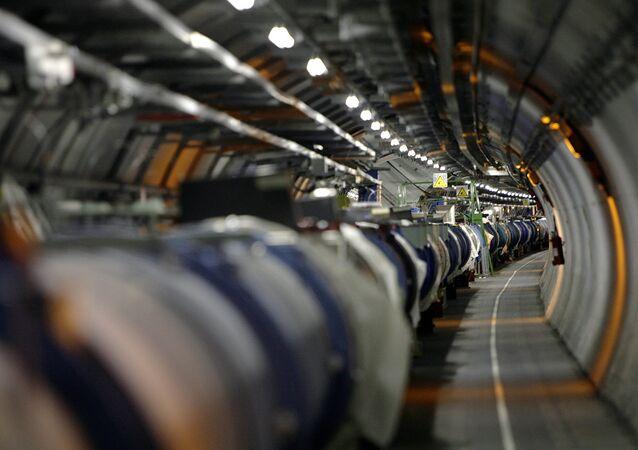 CERN tesisindeki Hadron çarpıştırıcısı